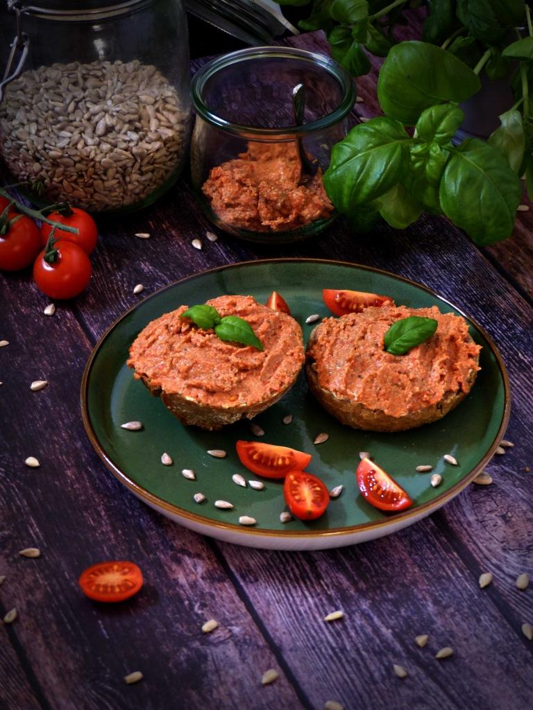 Aufstrich vegan Tomate Basilikum italienischer Art Brotaufstrich