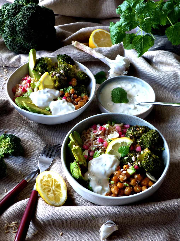 Vegane Detox Bowl mit Joghurt Minz Dip, Brokkoli Bowl, vegan Hauptgericht, Hauptspeise, intuitiv essen, clean eating