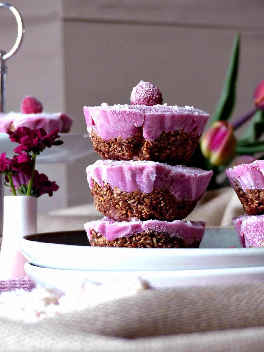 Frozen Cheesecake Törtchen Himbeer zuckerfrei Rohkost Muffins gefrorene Törtchen vegan Rezept Schoko